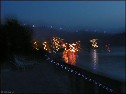 Encre marine, des murmures dans la nuit bleue, lune à l'écoute.