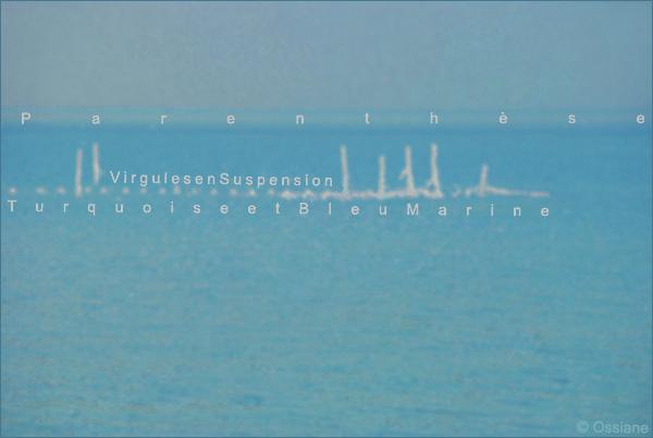 Virgules en suspension, turquoise et bleu marine, parenthèse